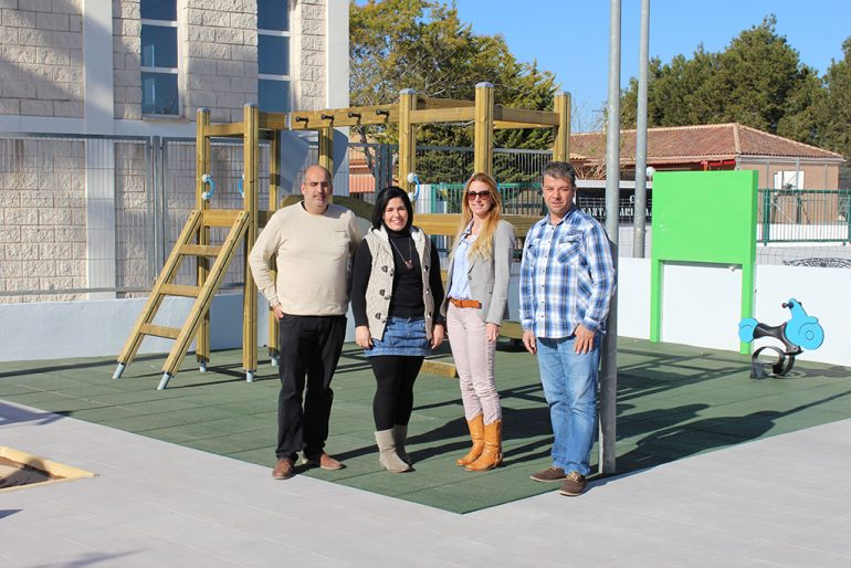 Los ediles Toni Colomer y Myra van' t Hoff junto a los profesores