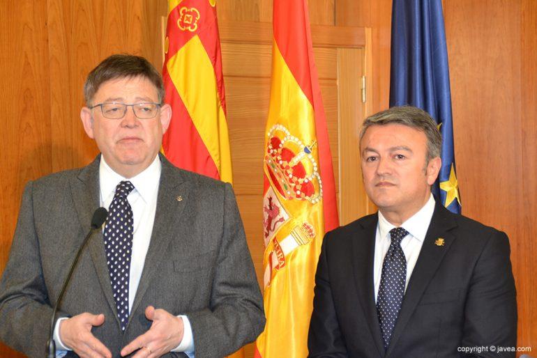 Ximo Puig y José Chulvi atendiendo a la prensa