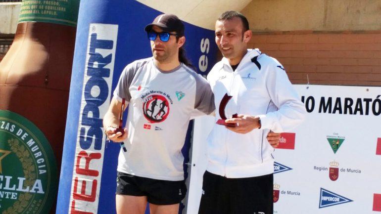 Adrián Hadri en el podio de la Media Maratón de Murcia