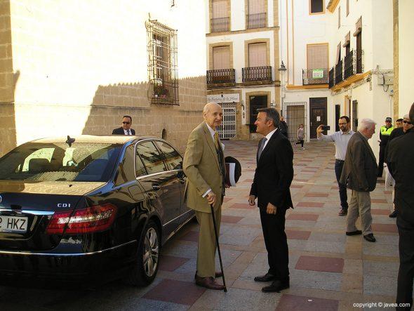 José Chulvi recibiendo a Santiago Grisolía
