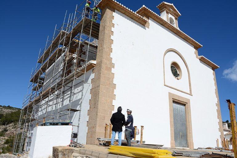 Chulvi visitando la obra de la ermita del Calvario