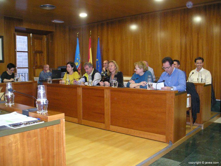 Ediles durante el pleno de marzo en el ayuntamiento de Xàbia