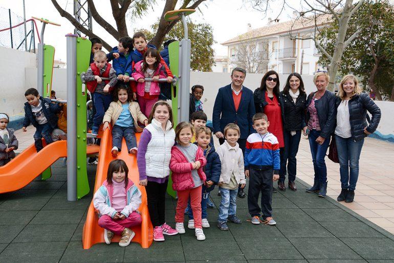 Juegos infantiles en el colegio Vicente Tena