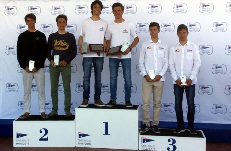 Los hermanos Luján en el podio del Nacional de 4.20