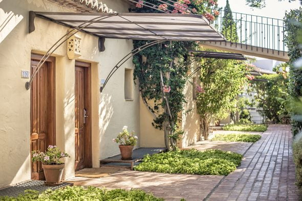 Pasillos en plena naturaleza Hotel El Rodat