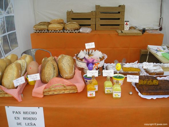Puesto de pan artesanal en la Fira