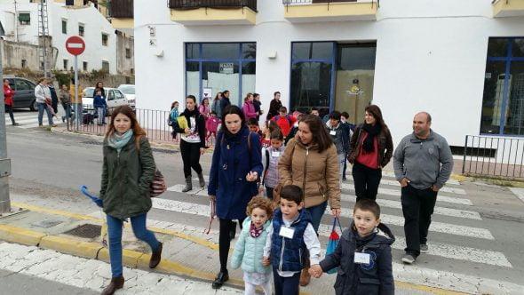 Alumnos y padres en la línea Pedibús