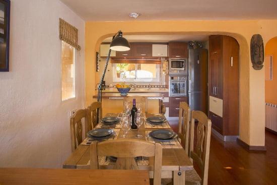 Comedor Casa Nalu- Aguila Rent a Villa