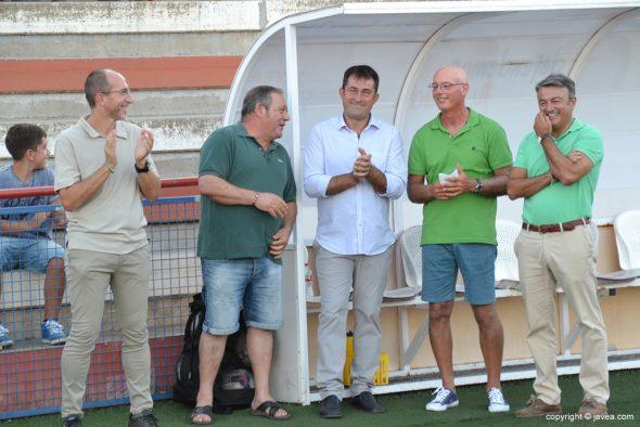 Directivos del CD Jávea con el alcalde y el edil de deportes