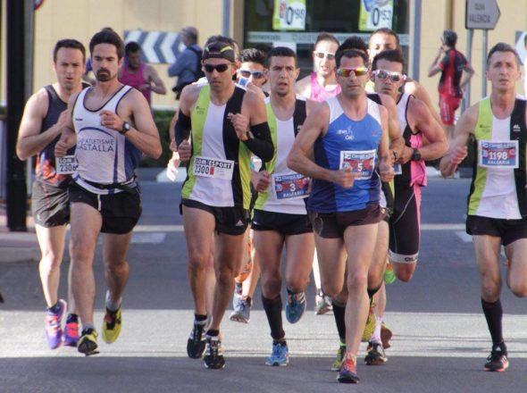 Grupo cabecero en la carrera de El Verger