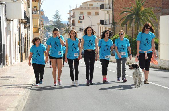 Grupo de Caminantes con su mascota