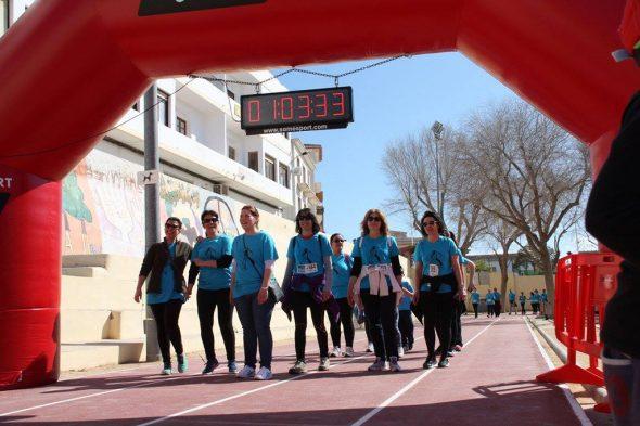 Grupo de participantes en la Cursa de la Dona