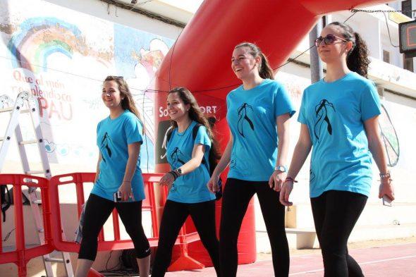 Jóvenes participantes en la Cursa de la Dona
