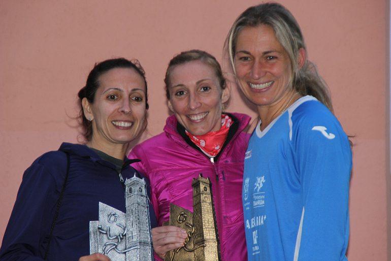 La ganadora Mº Isabel Ferrer en el podio