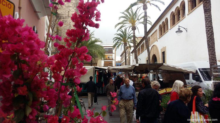 Mercadillo en la Plaza Celestino Pons