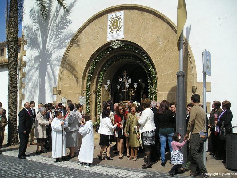 Salida de la procesión de San Francisco de Paula en Xàbia.