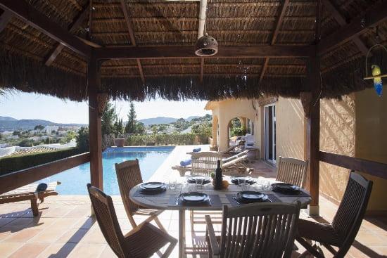 Terraza Casa Nalu Aguila Rent a Villa