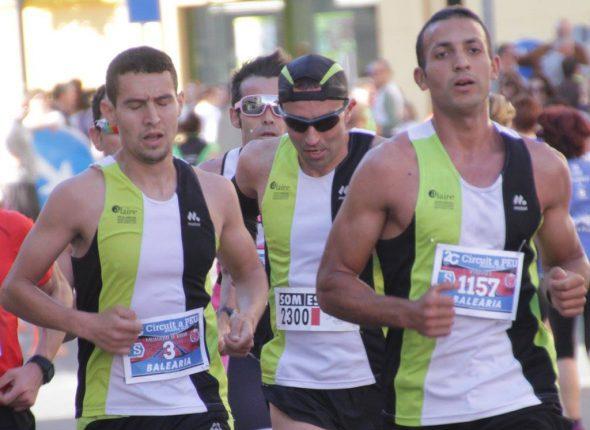Tres atletas del CA Llebeig Xàbia en el grupo de cabeza