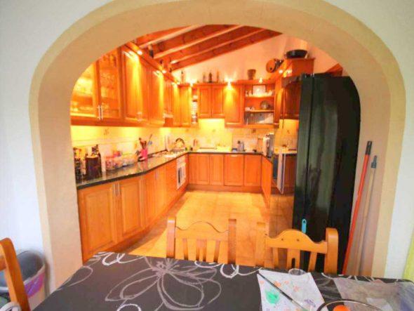 Amplia cocina Atina inmobiliaria