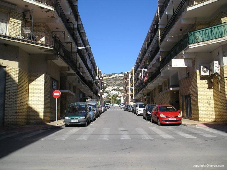 Una de las calles del barrio de Thiviers en Xàbia