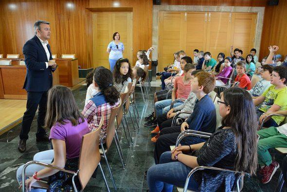 Chulvi contestando a las preguntas de los alumnos