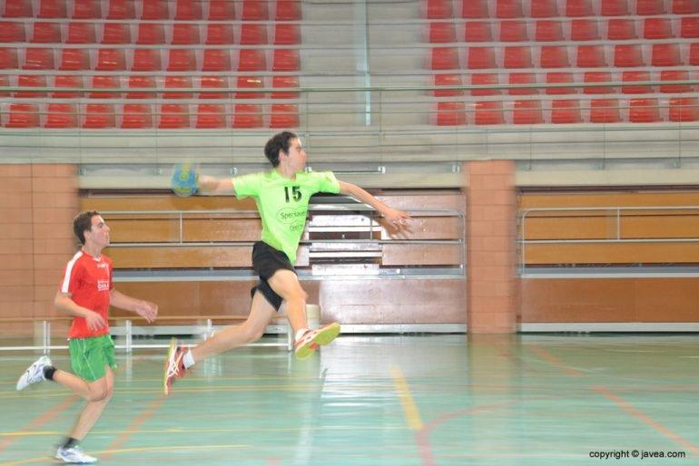 Dani Vacas anotando un gol