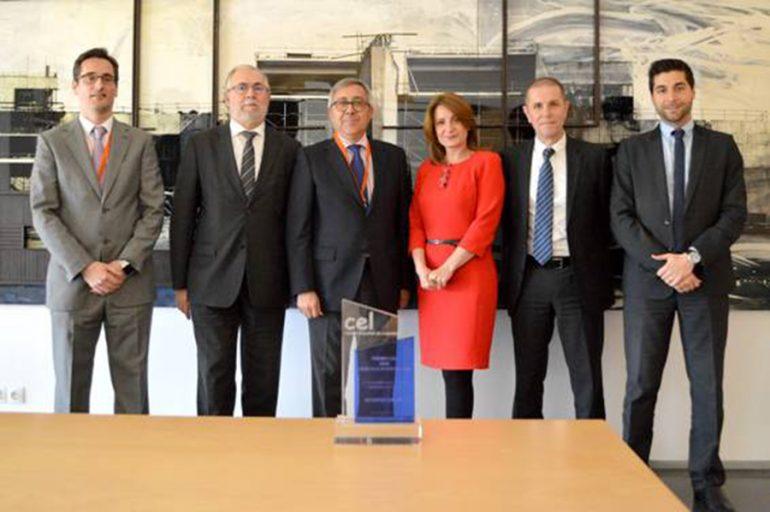 Dirigentes del Hospital de Dénia junto a representantes de Grifols