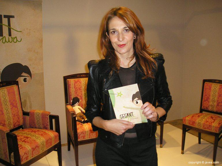 "Empar Ferrer autora del cuento ""El Gegant Mitjafava"""