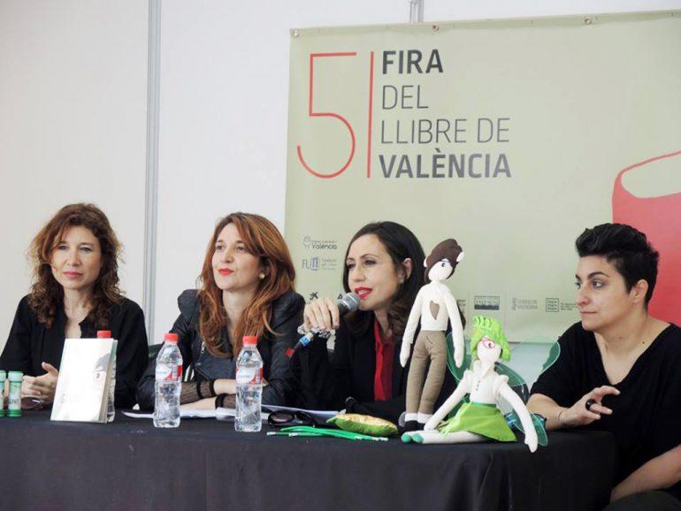Empar Ferrer presentando su cuenta en la Feria del Libro