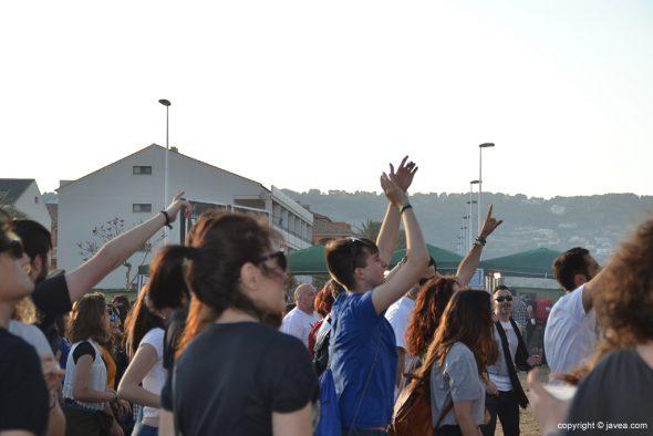 Gente bailando en el Montgorock Festival