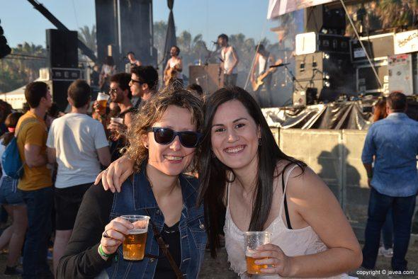 Gente  guapa en el Montgorock Xàbia Festival