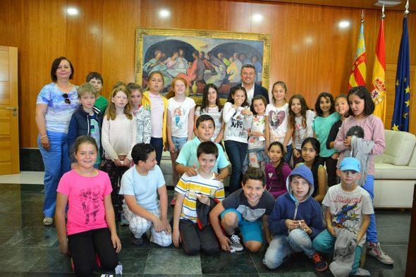 Grupo de alumnos y alumnas del Tena en el ayuntamiento