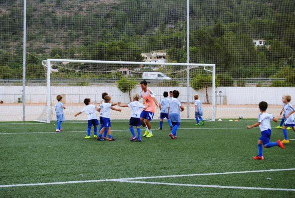 José Luis Gayá con los niños