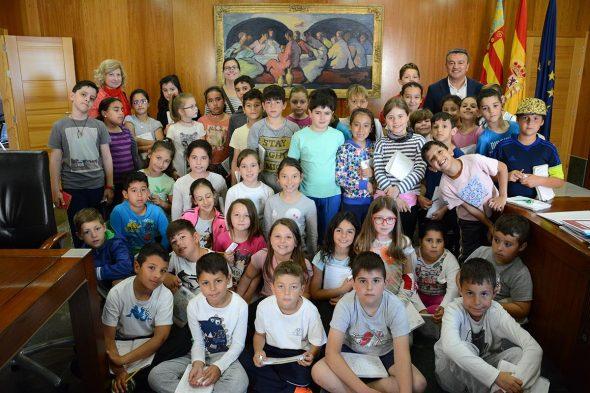 Los alumnos visitaron el salón de plenos