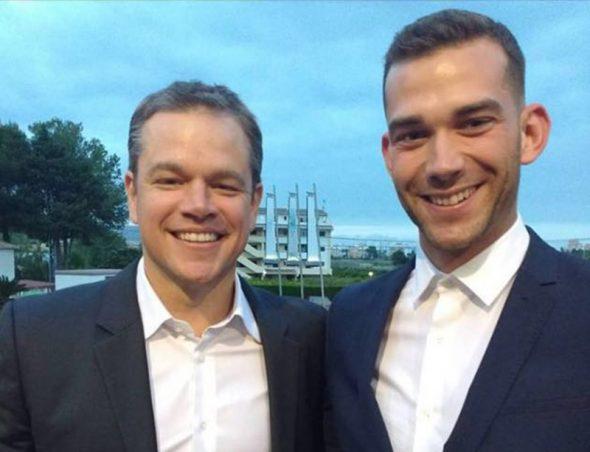 Matt Damon junto a un invitado a la boda