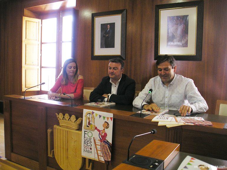 Mavi Pérez junto a Chulvi y Miragall