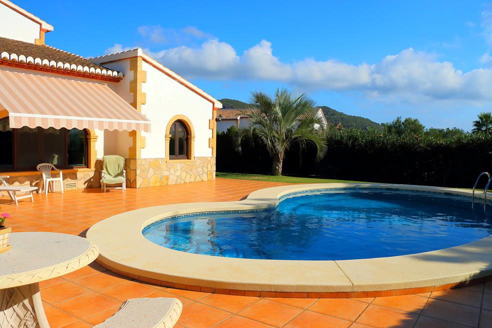 Piscina de la casa casa nova villas j x for Casa la villa