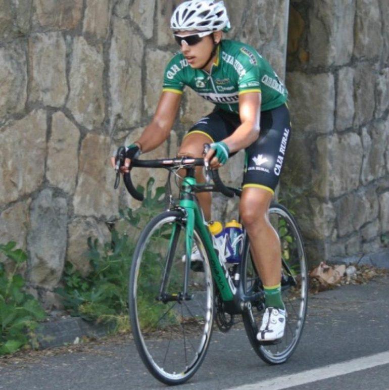 Toni Molina sobre la bicicleta