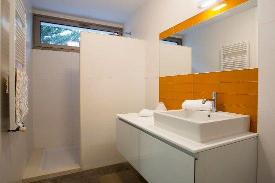 Baño de diseño moderno Aguila Rent a Villa