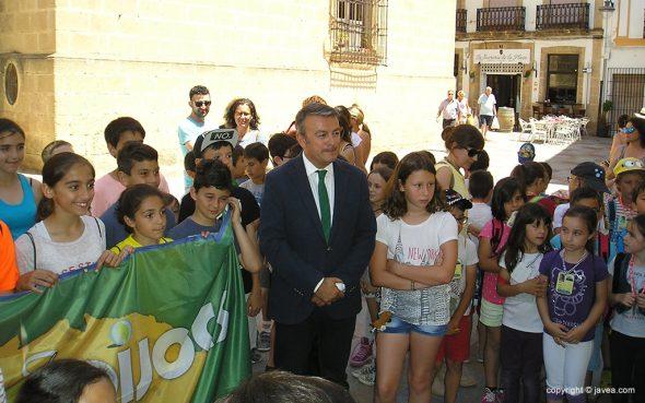Chulvi dando la bienvenida a la bandera dels Tradijocs