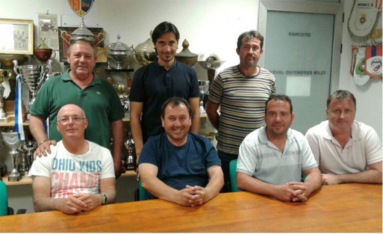 Diego Estrada junto a directivos del CD Jávea