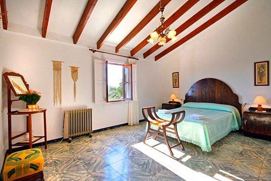 Dormitorio principal Casa Seniola Aguila Rent a Villas