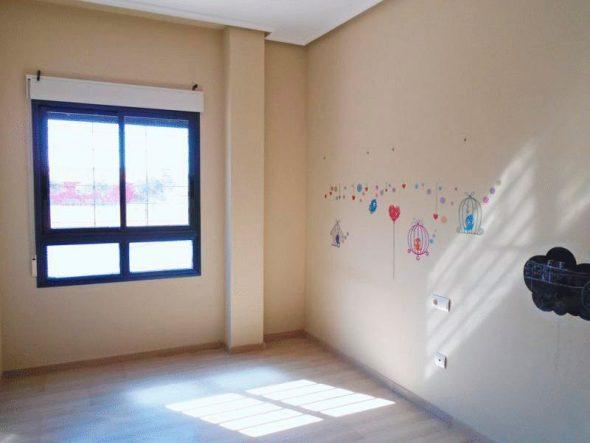 Dormitorio y ventana Casa Nova Villas