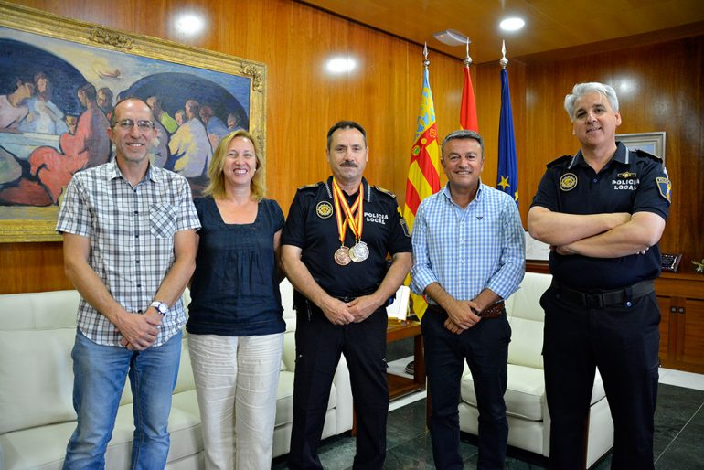 Fernando Escolano luciendo sus medallas