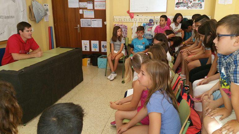 El regatista contestado a los alumnos