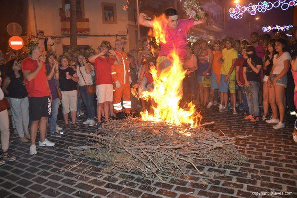 Entre las llamas de la hoguera