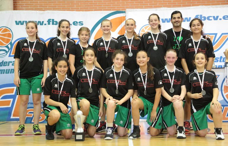 Equipo Infantil del CB Joventut Xàbia con sus medallas