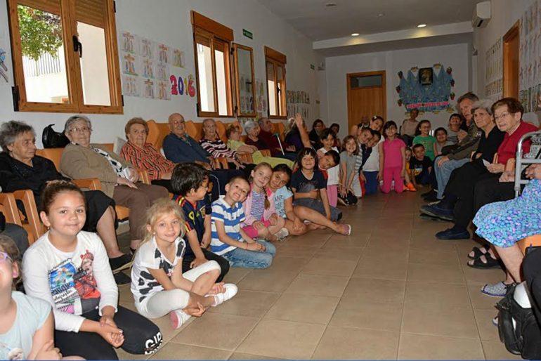 Escolares del Colegio Vicente Tena en el Centro de Día