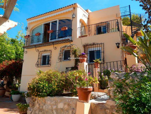 Fachada de la casa CHA0744 MarinaBay Homes