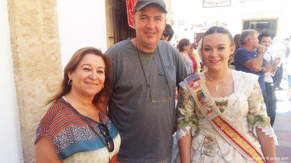La reina Mar Asenjo junto a sus padres